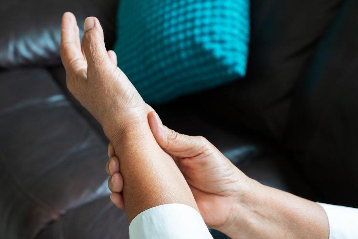Điều trị bệnh viêm khớp cổ tay