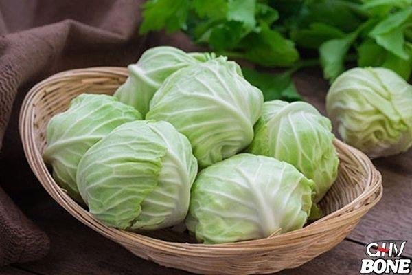 Bắp cải có chứa chất xơ, vitamin, sắt, canxi, phốt pho và kali giúp phát triển cấu trúc xương