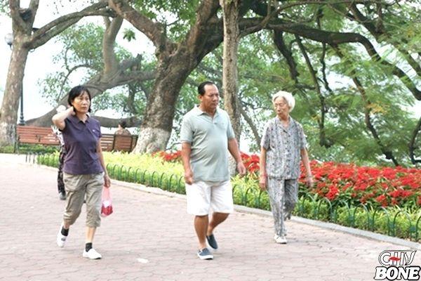Đi bộ tốt cho bệnh thoái hóa cột sống lưng