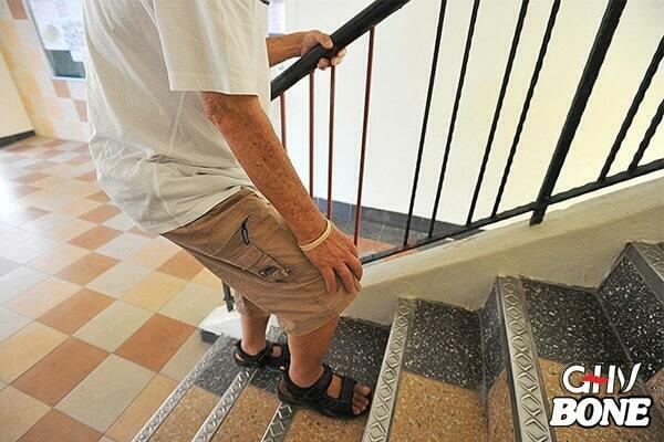 Viêm khớp mạn tính khiến người bệnh khó khăn khi vận động