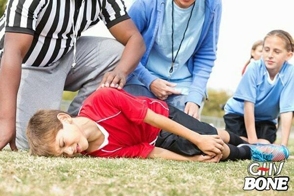 Viêm khớp ở trẻ em có thể là do chấn thương để lại