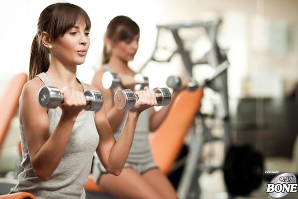 Tập tạ có thể giúp bồi đắp mật độ xương.