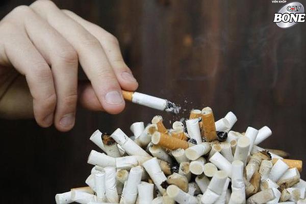 Hút thuốc lá là một yếu tố nguy cơ loãng xương và giảm xương.