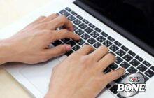 Gõ bàn phím gây căng thẳng cho các khớp