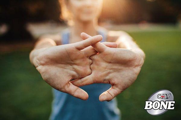 Bẻ ngón tay làm tăng khả năng mắc viêm khớp