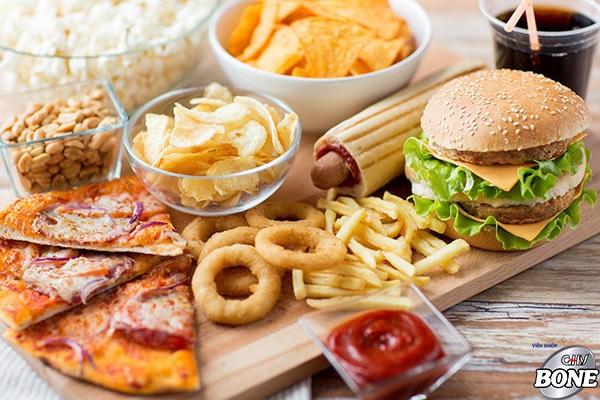 Hạn chế ăn các đồ ăn nhanh, hạn chế tăng nguy cơ mắc bệnh thoái hóa cột sống