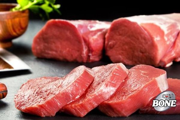 thịt đỏ chứa hàm lượng chất béo bão hòa cao, có thể làm trầm trọng thêm tình trạng viêm