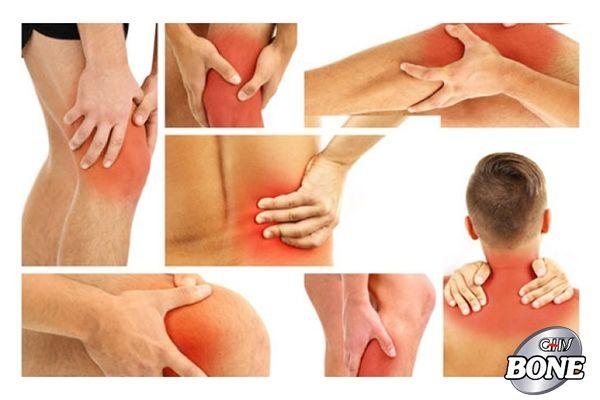 Đau và sưng khớp là triệu chứng phổ biến của viêm xương khớp