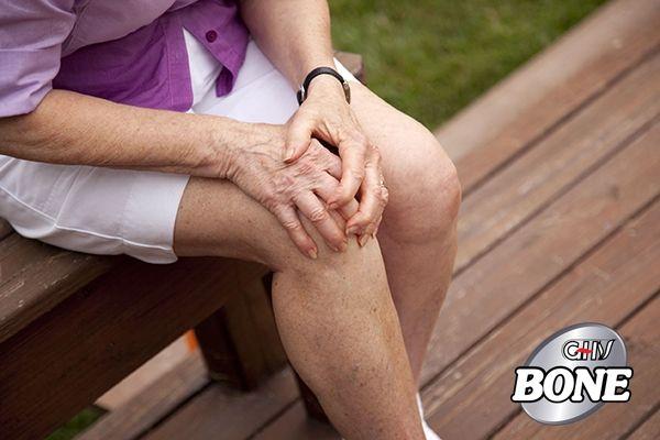 Thoái hóa khớp gối có thể gây đau đầu gối có thể từ âm ỉ, đau, rõ rệt hoặc thậm chí suy nhược