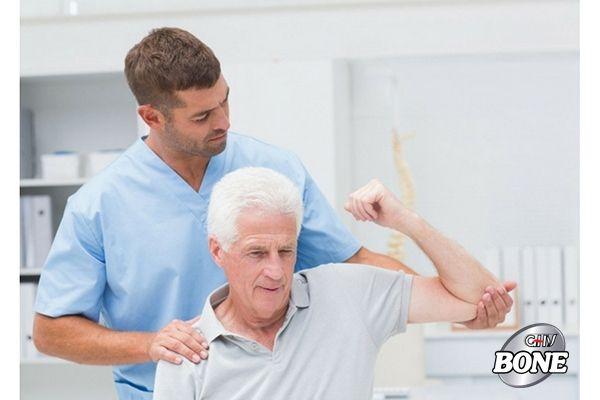 Vật lí trị liệu là phương pháp phổ biến trong việc chữa trị đau vai