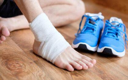Cần làm gì khi bị đau khớp bàn chân