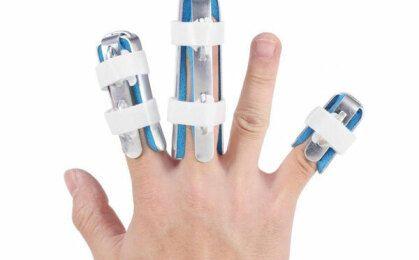Ngủ dậy bị đau nhức các khớp ngón tay là bệnh gì?