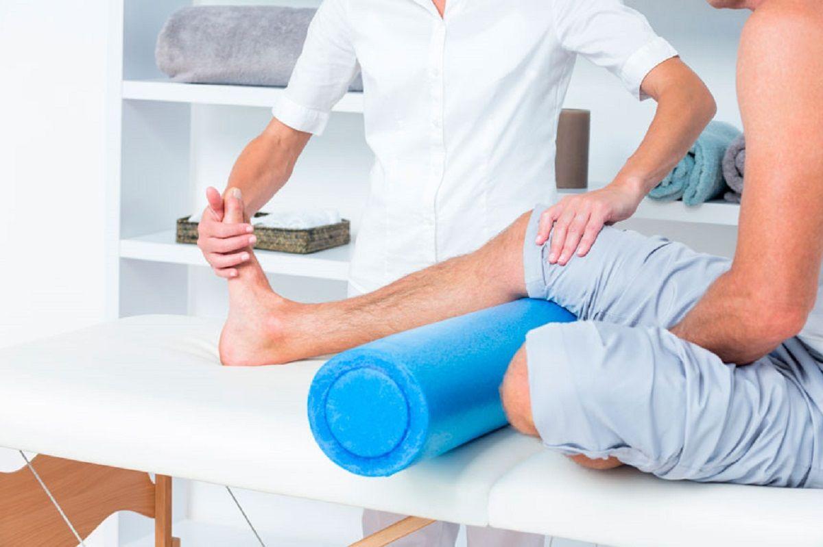 Điều trị viêm khớp gối chủ yếu làm giảm triệu chứng và cải thiện chức năng khớp