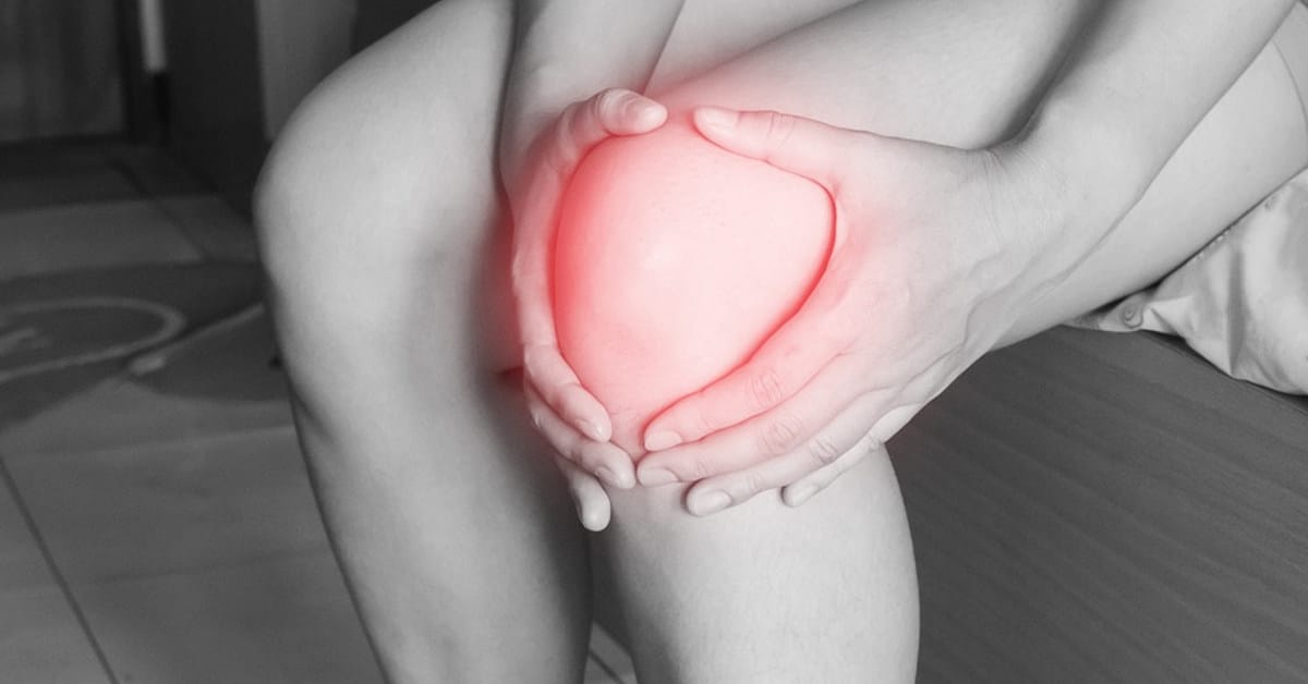 Đầu gối đau và sưng là dấu hiệu của rách sụn khớp gối
