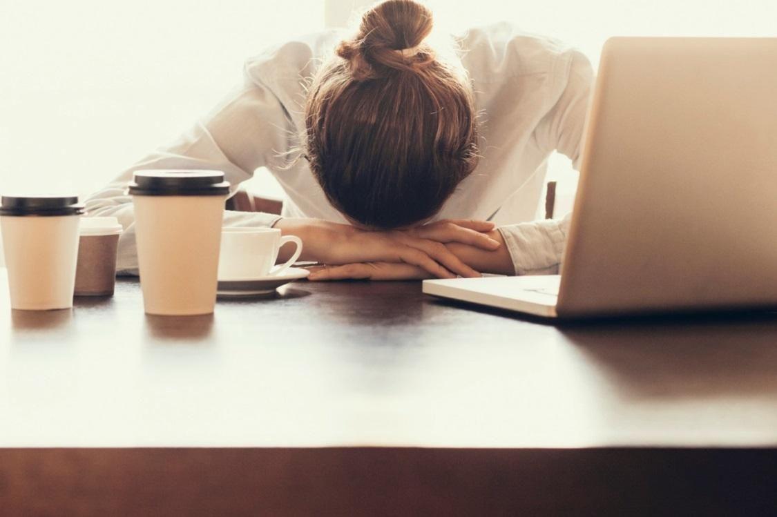 Ngủ sai tư thế là một trong những nguyên nhân gây thoái hóa đốt sống cổ
