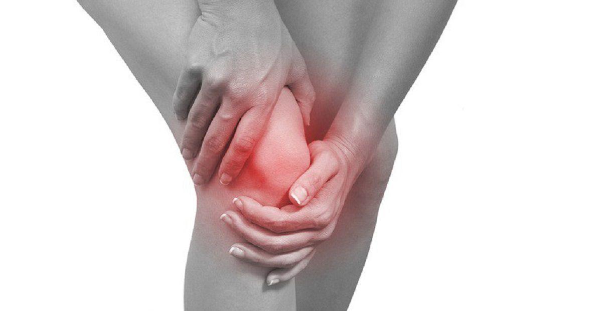 Khi bị viêm khớp gối sẽ ảnh hưởng đến cuộc sống sinh hoạt bởi hạn chế khả năng vận động
