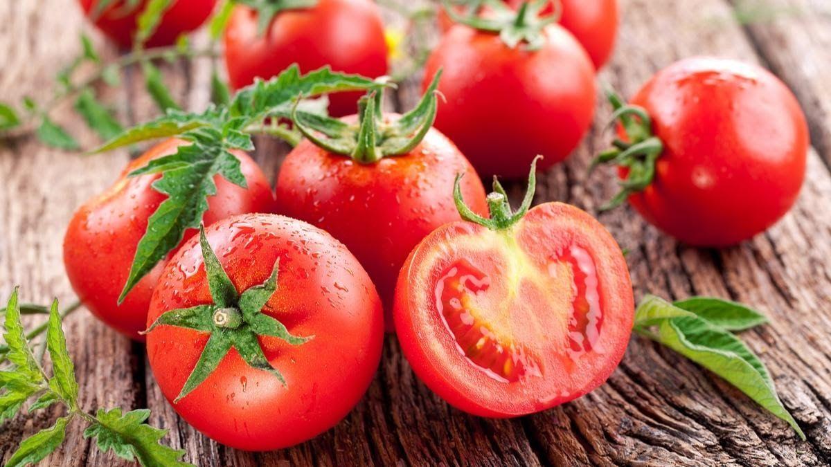 Cà chua là một trong các loại thực phẩm người bệnh khô khớp gối nên ăn