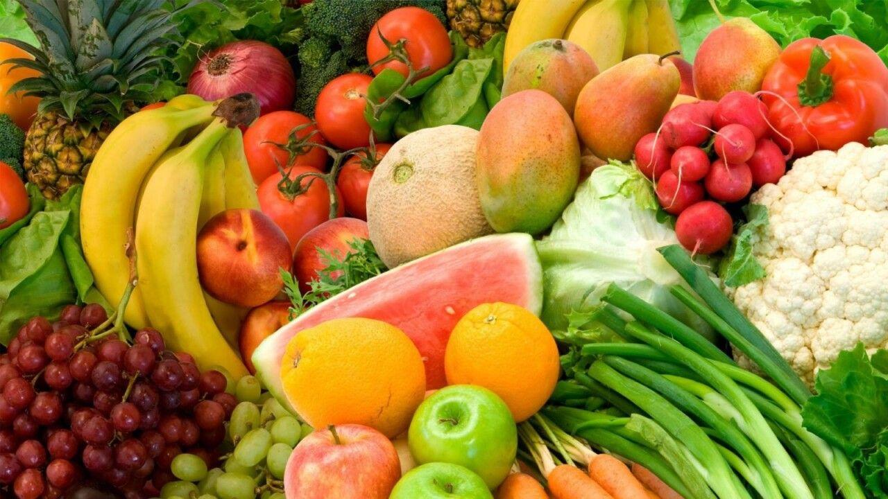 Người bị bệnh khô khớp gối nên ăn nhiều rau xanh và hoa quả