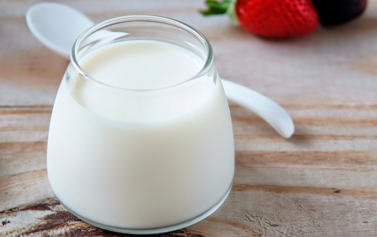Sữa, sữa chua là một trong những đáp án cho câu hỏi bị gai cột sống nên ăn gì