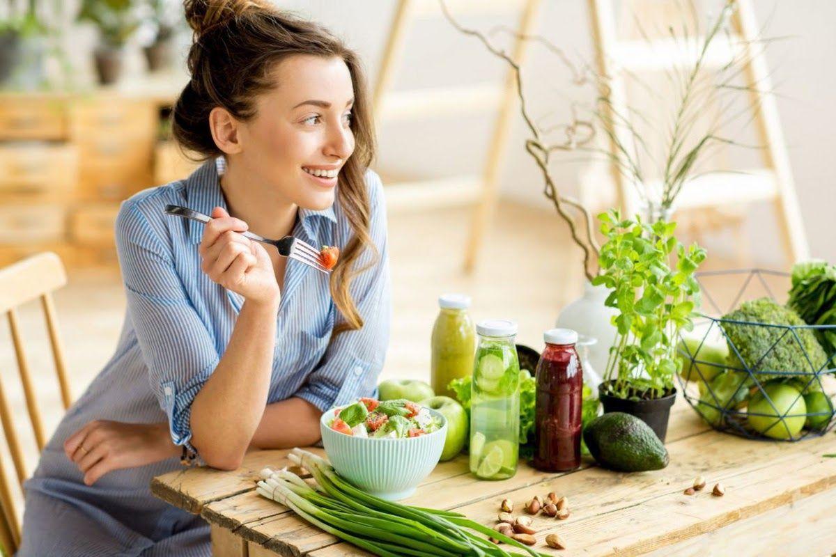 Nên luyện tập thói quen sinh hoạt đúng tư thế và ăn uống lành mạnh