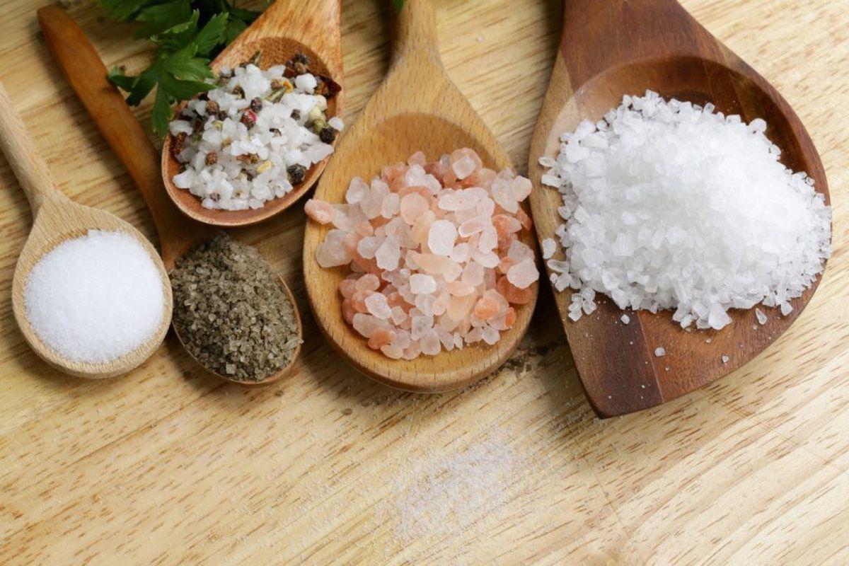 Đau khớp kiêng ăn gì? Đau khớp nên kiêng ăn nhiều muối