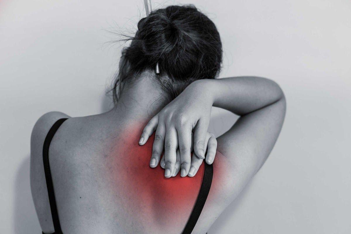 Đa số những người bị đau vai gáy là nhân viên văn phòng, công nhân may mặc, lái xe