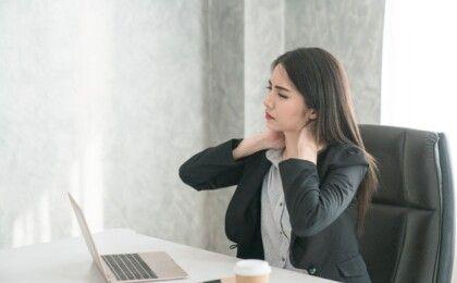Đối tượng nào có nguy cơ mắc đau vai gáy?