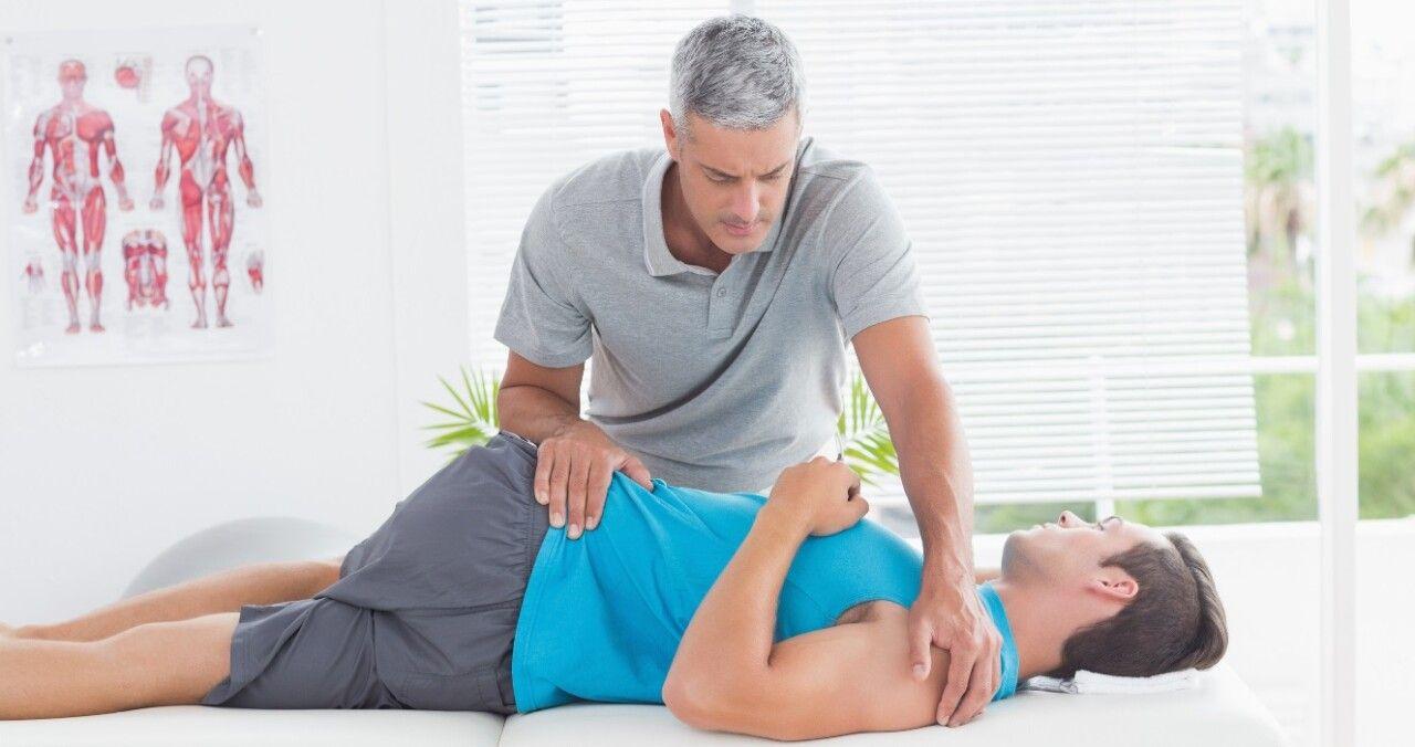 Điều trị gai cột sống bằng phương pháp vật lý trị liệu, phục hồi chức năng giúp giãn cột sống từ đó giảm các triệu chứng của bệnh gây ra