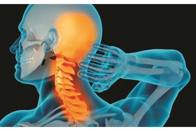Khi bị gai cột sống cổ, người bệnh sẽ thấy đau nhức vùng cổ khi vận động