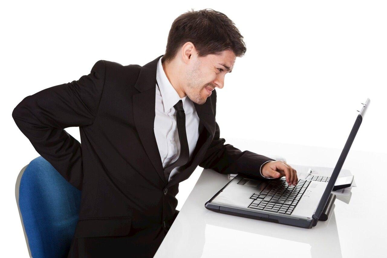Ngồi sai tư thế hay ngồi quá lâu một tư thế là nguyên nhân chính khiến dân văn phòng gặp phải hội chứng đau vai gáy