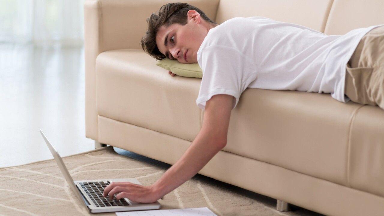 Lười vận động động là một trong những nguyên nhân gây khô khớp ở người trẻ
