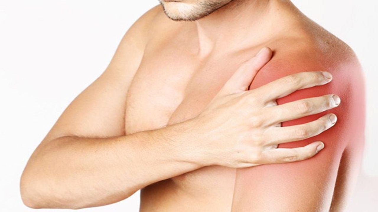 Khô khớp vai là hiện tượng khớp vai phát ra tiếng kêu lạo xạo, lục khục khi vận động, cử động tay, hoặc nắn bóp vai.