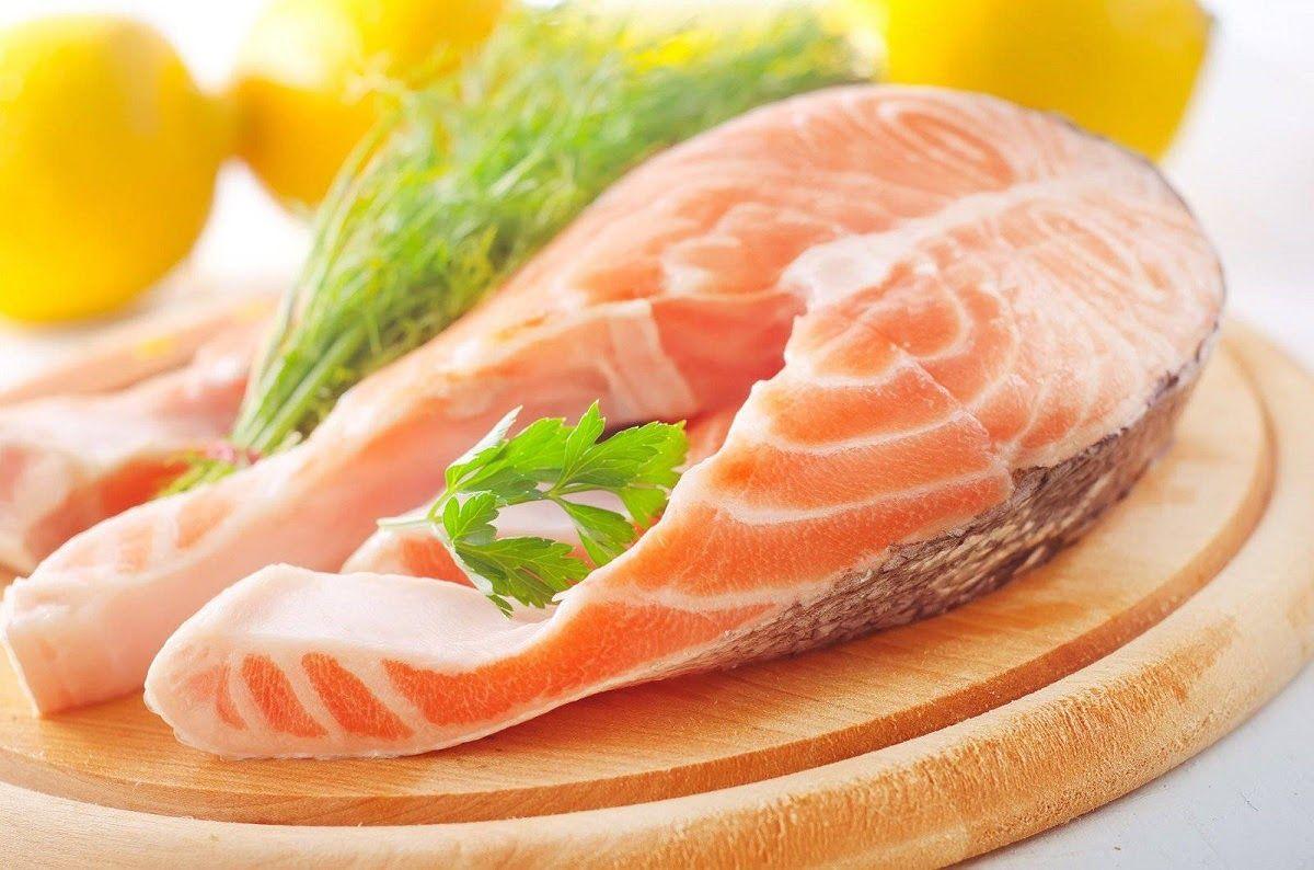 Cá béo giàu omega 3 có tác dụng chống viêm rất tốt cho người bị bệnh xương khớp