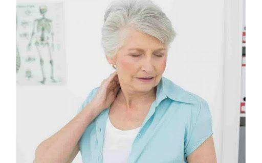 Thoái hóa đốt sống cổ gây đau đầu khiến khả năng vận động bị hạn chế