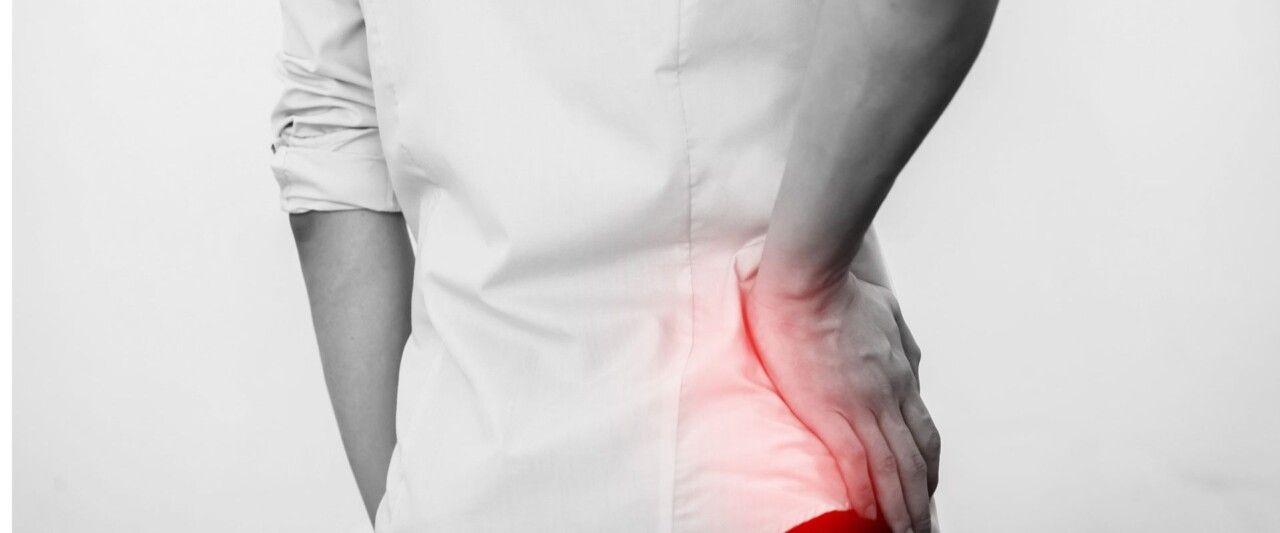 Cảm giác tê, cứng, nhức, đau mỏi là những triệu chứng của thoái hóa khớp háng