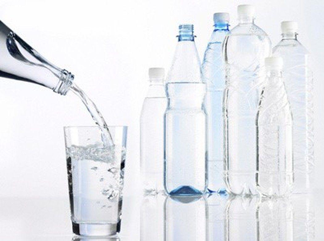 Uống nhiều nước giúp duy trì chiều cao của đĩa đệm, liên kết cột sống và để giảm áp lực cột sống
