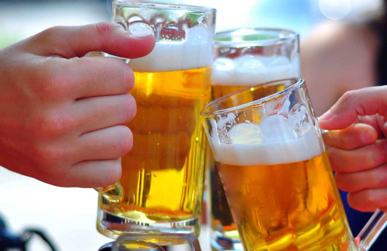 Người bị viêm đa khớp dạng thấp cần hạn chế rượu bia