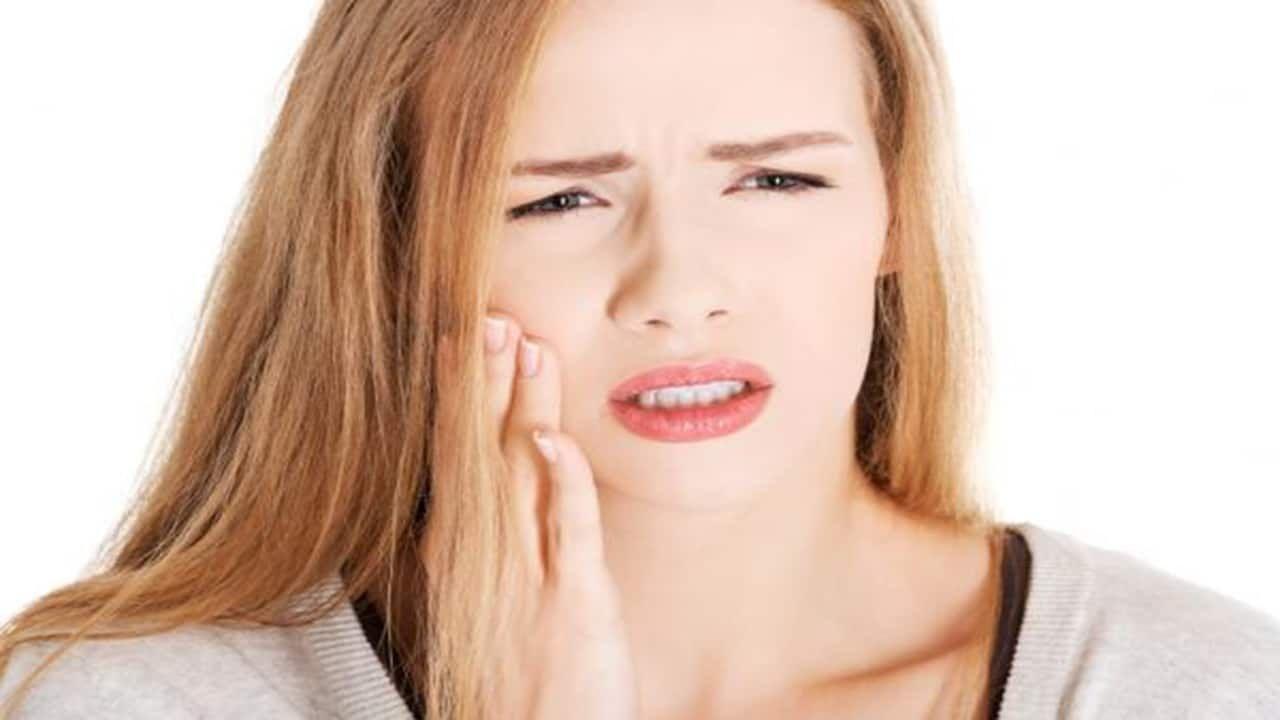 Viêm khớp hàm là tình trạng đau nhức vùng cơ ở phần thái dương hàm