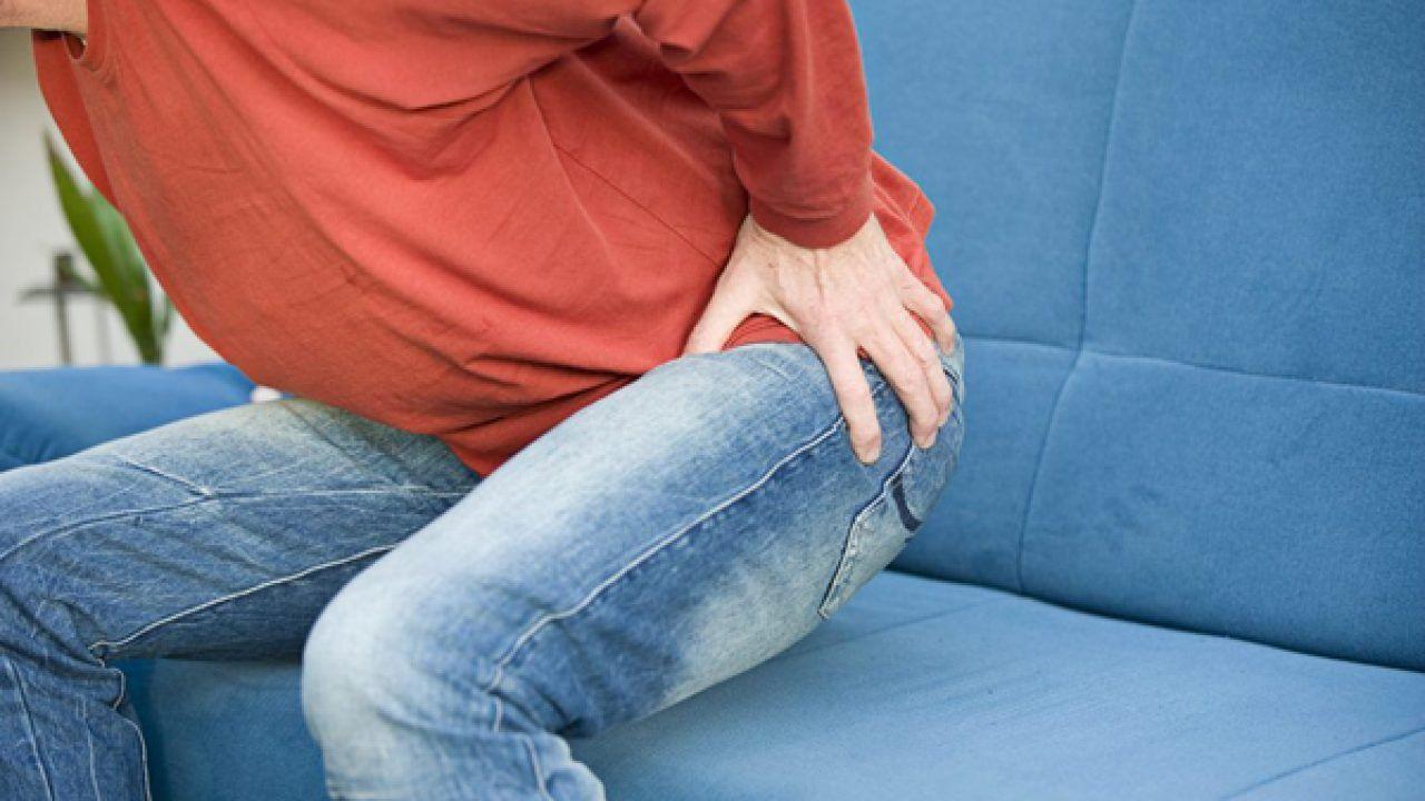 Bệnh nhân viêm khớp háng có thể nhận biết tình trạng viêm qua các triệu chứng khác nhau tương ứng với từng giai đoạn diễn tiến của bệnh
