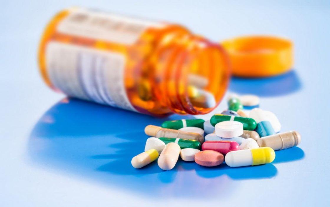 Phụ huynh không nên tự ý cho trẻ uống thuốc khi có dấu hiệu mắc viêm khớp