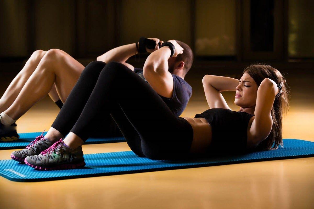Bài tập gập bụng cần được thực hiện thường xuyên để đạt được hiệu quả