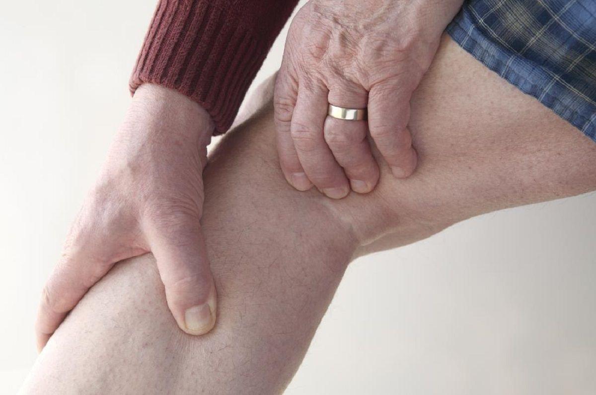 Cứng khớp là dấu hiệu của bệnh thoái hóa khớp