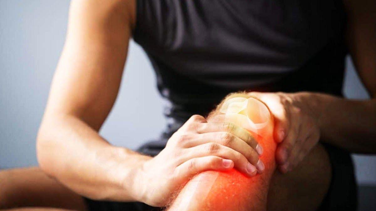 Khô khớp gối nếu không điều trị sớm có thể gây liệt khớp gối, không thể đi lại cả đời