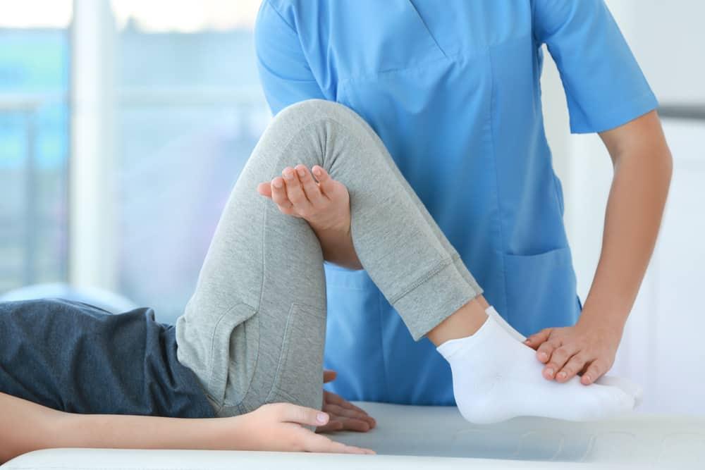 Vật lý trị liệu là phương pháp mà người bệnh thoái hóa khớp gối có thể áp dụng trong giai đoạn đầu của bệnh