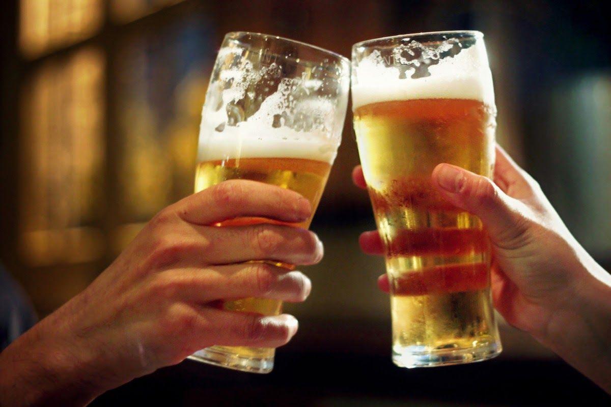 Chế độ ăn uống không khoa học, uống nhiều rượu bia dễ dẫn đến bệnh gout