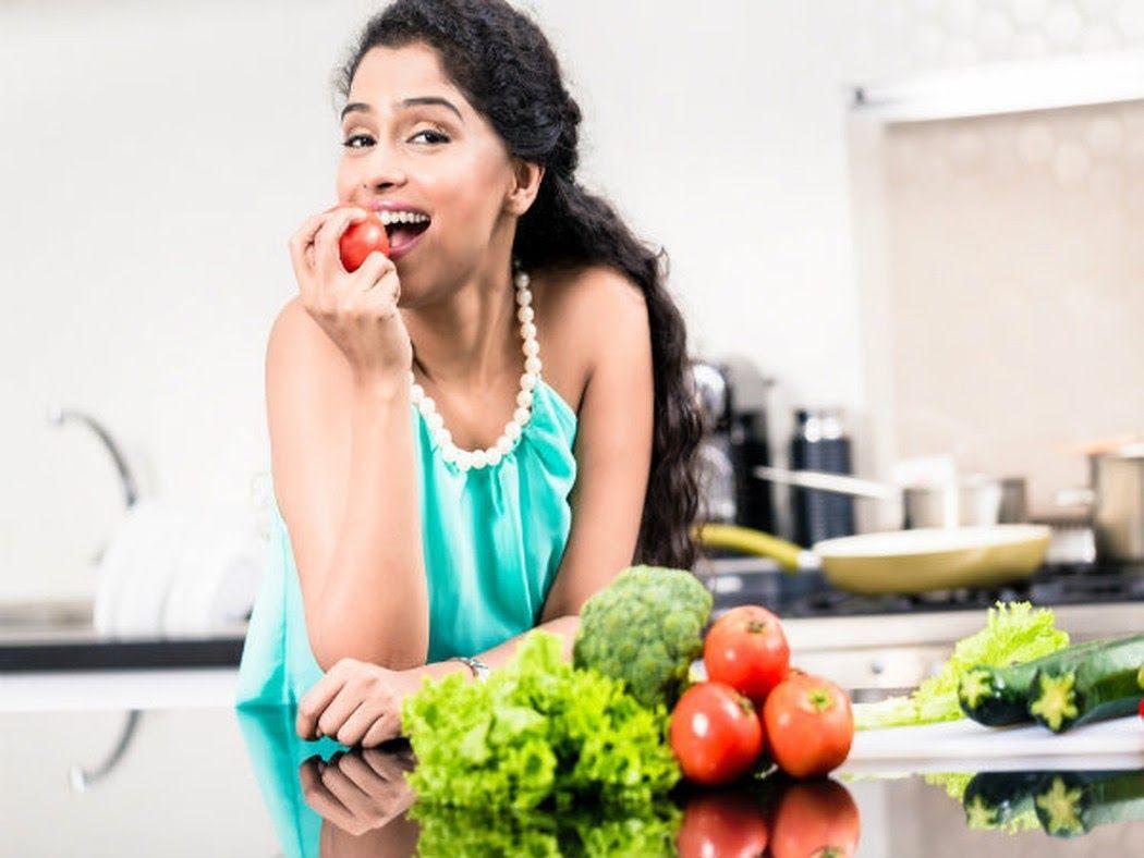 Chế độ ăn uống đầy đủ dưỡng chất giúp hỗ trợ điều trị thoát vị đĩa đệm