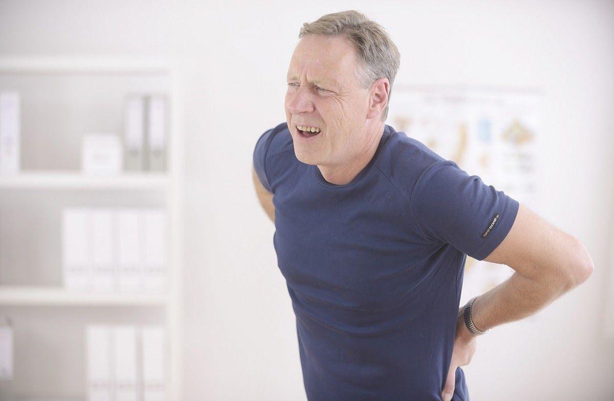 Đau gai cột sống lưng thường xảy ra khi lớn tuổi