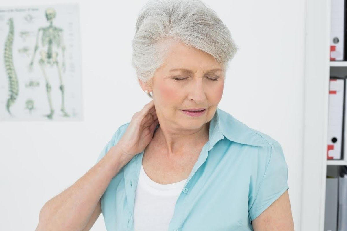 thoái hóa đa khớp thường gây cảm giác đau cho người bệnh