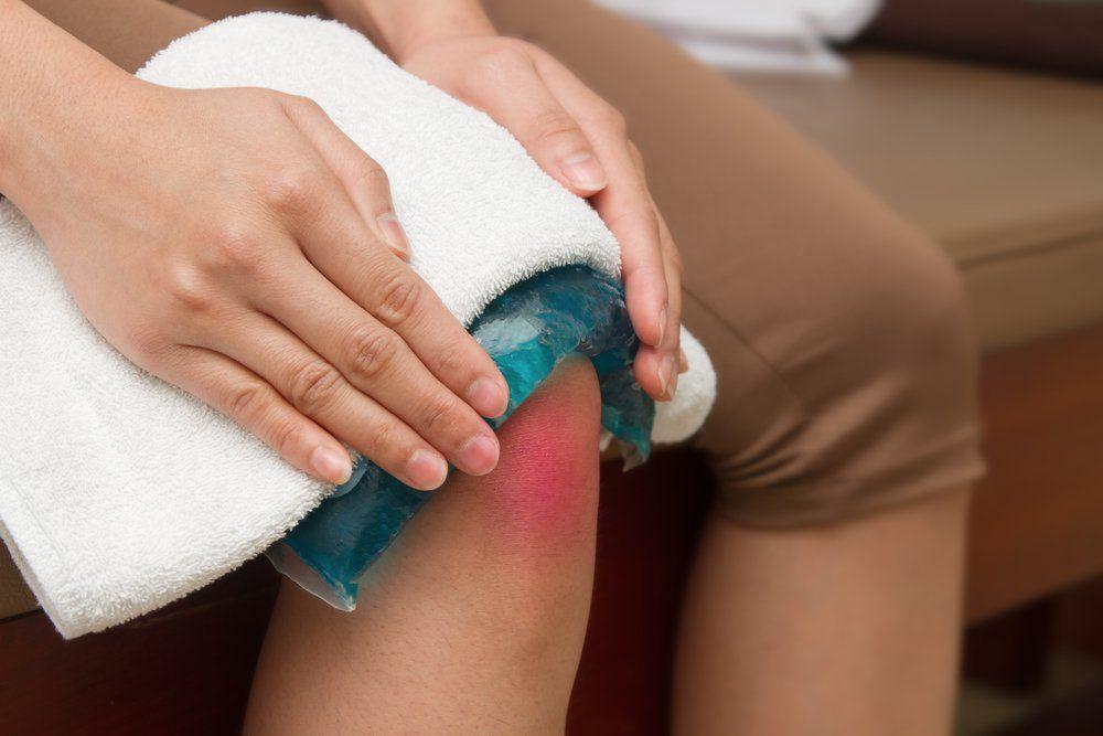 Chườm nóng là biện pháp giúp giảm những cơn đau khớp gối hiệu quả