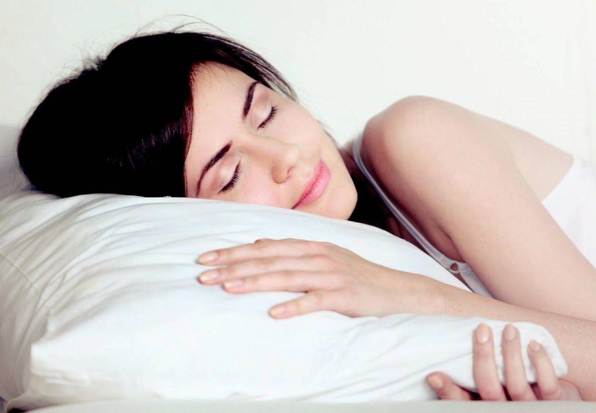 Tư thế nằm rất quan trọng với người bệnh đau vai gáy